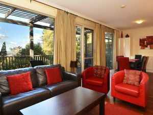 Villa Cypress located within Cypress Lakes - Tourism TAS